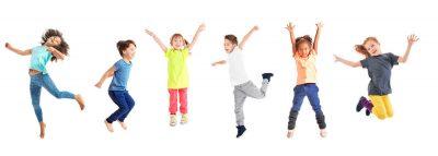 niños disfrutando de un ambiente Montessori